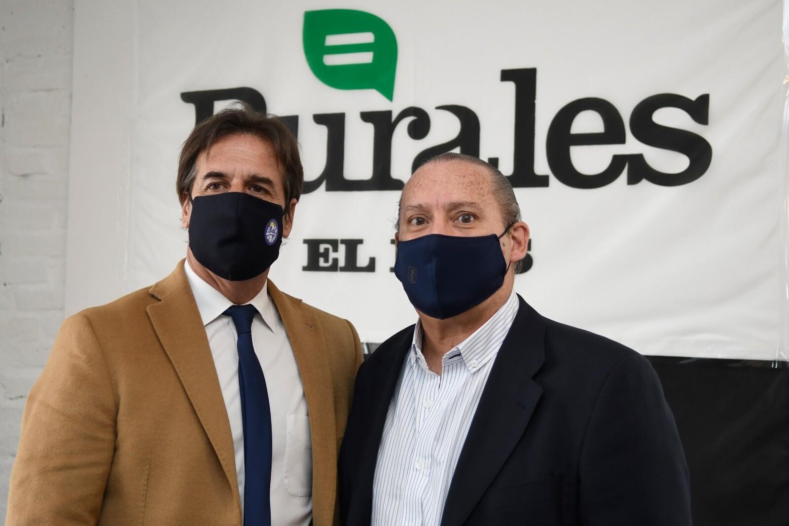 Luis Lacalle Pou en stand de El País